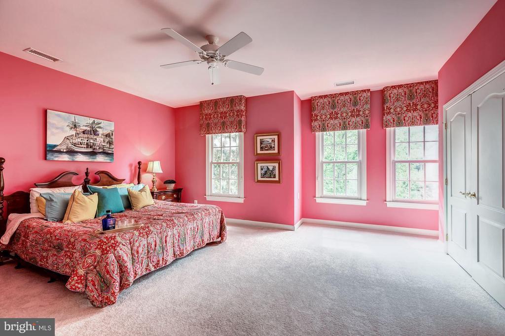 Bedroom #3 - shared attached full bath - 43546 FIRESTONE PL, LEESBURG