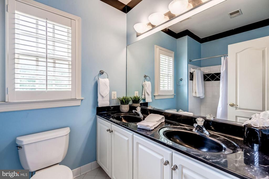 Shared Full Bath Attached to Bedrooms #3 & #4 - 43546 FIRESTONE PL, LEESBURG