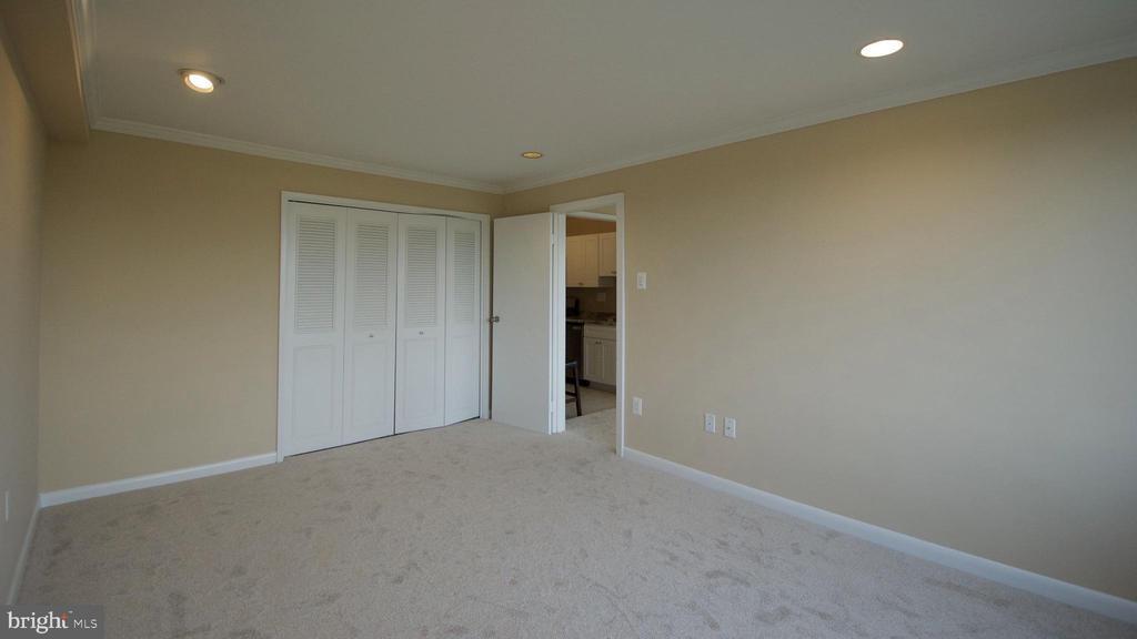 Bedroom 2 Vacant - 10201 GROSVENOR PL #818, NORTH BETHESDA