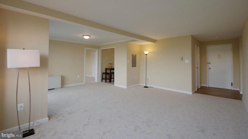 Living Area Vacant - 10201 GROSVENOR PL #818, NORTH BETHESDA