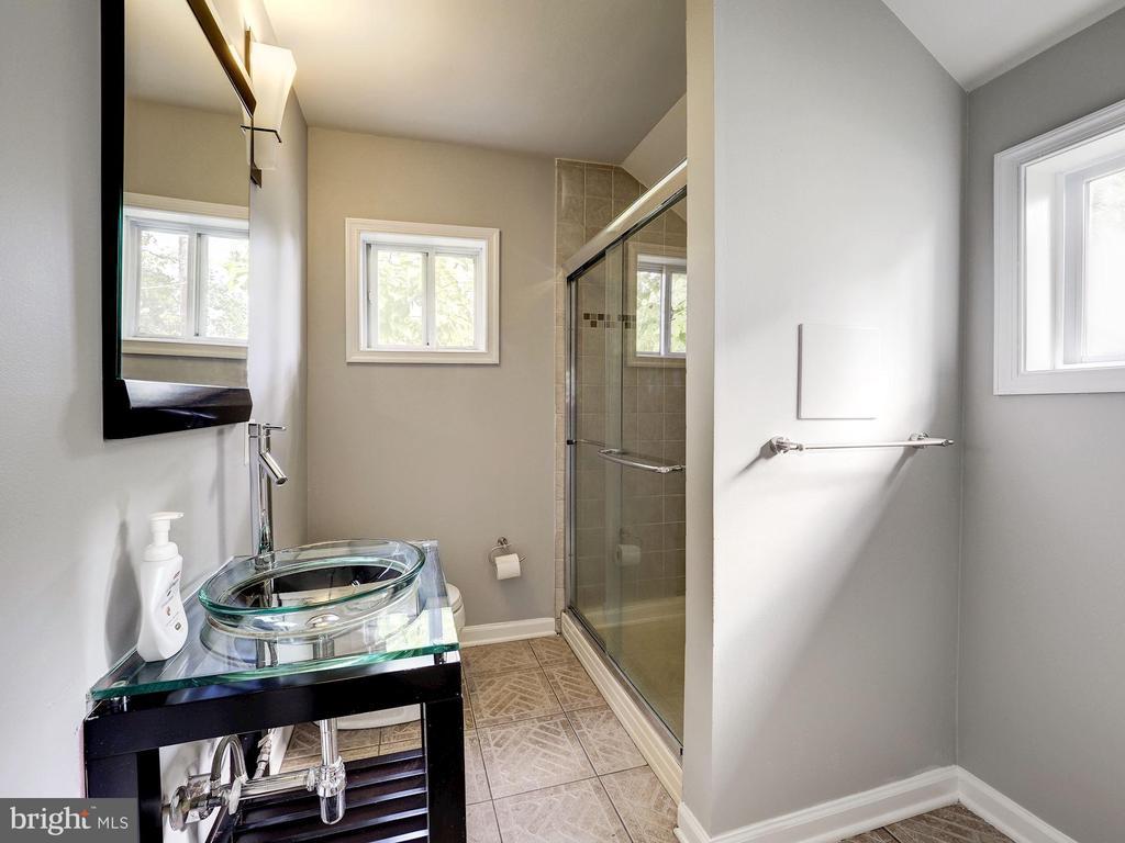Full Bathroom - 2909 OTIS ST NE, WASHINGTON
