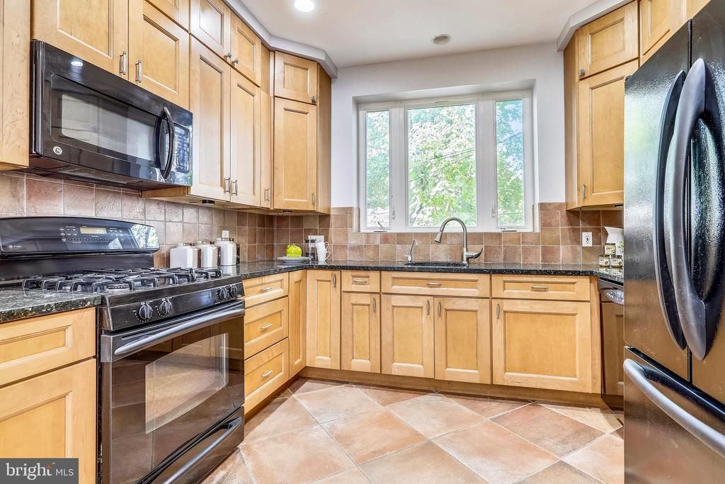 Gourmet kitchen with lovely terra cotta floors. - 718 F ST NE, WASHINGTON