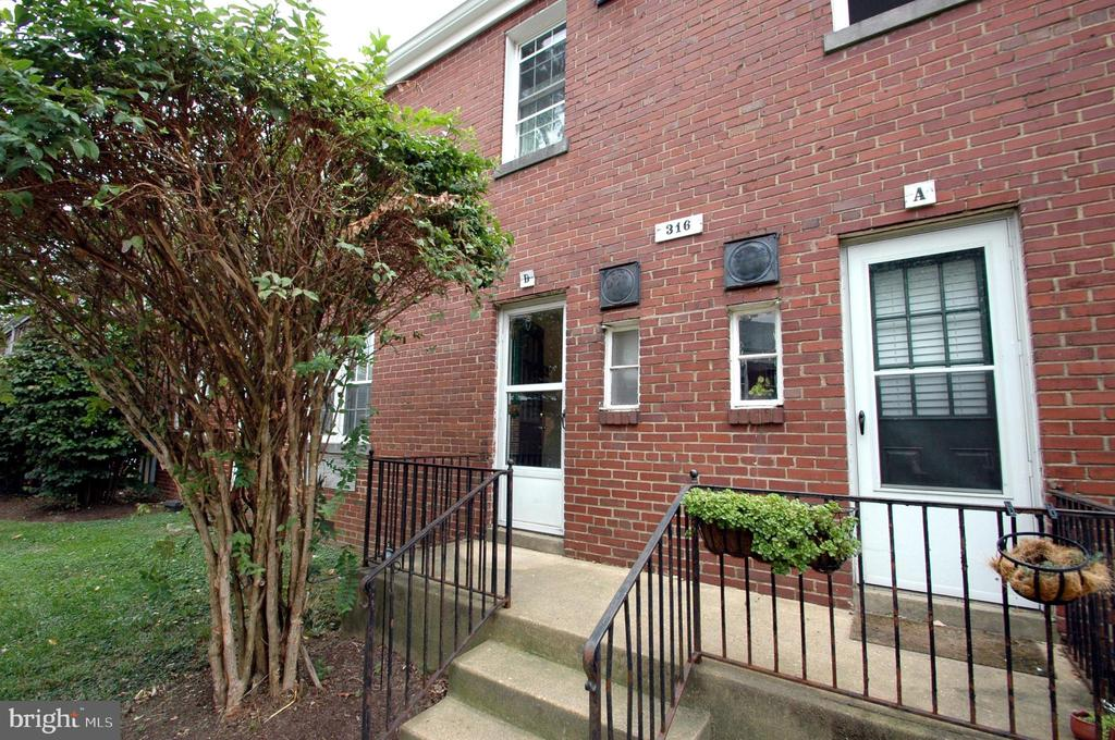 Rear entrance into the kitchen from the parking lo - 316 ASHBY ST #D, ALEXANDRIA