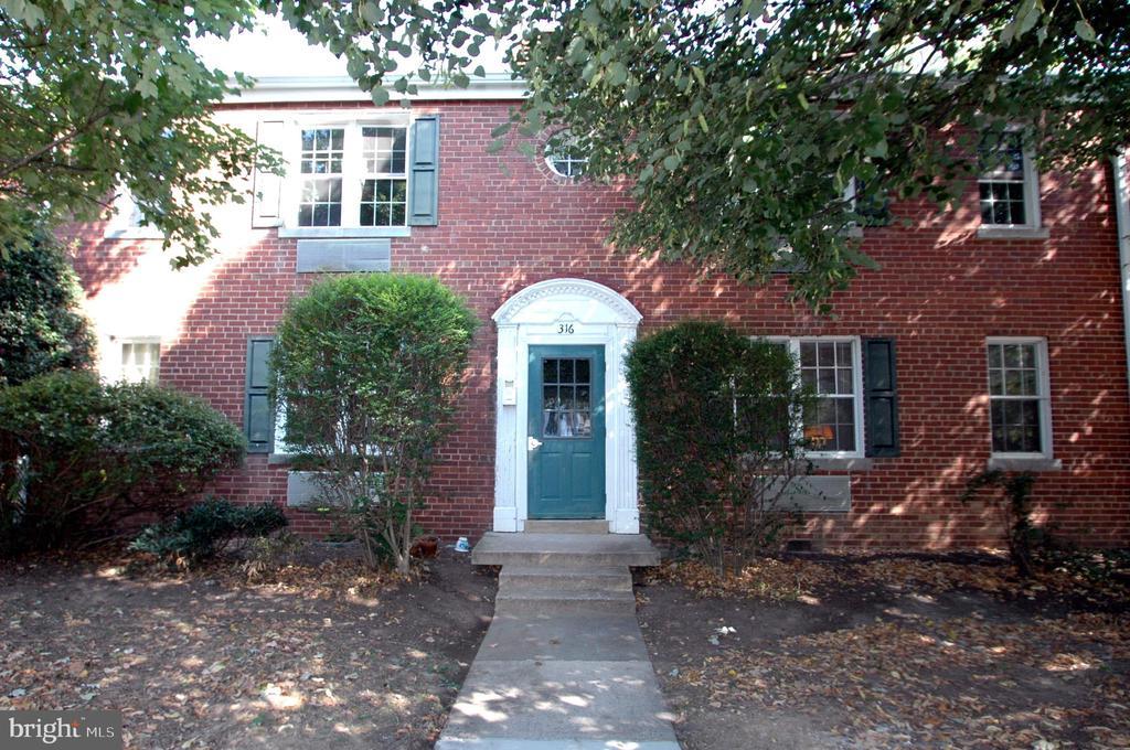 Auburn Village - Colonial style garden apartments. - 316 ASHBY ST #D, ALEXANDRIA