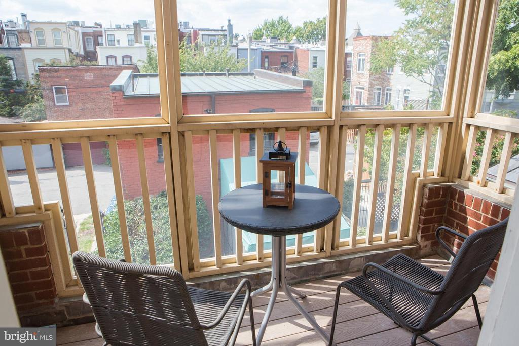 Delightful Second Floor Screened Porch - 140 12TH ST NE, WASHINGTON