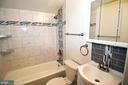 Beautiful newly updated upper level full bathroom - 13812 MEADOWBROOK RD, WOODBRIDGE