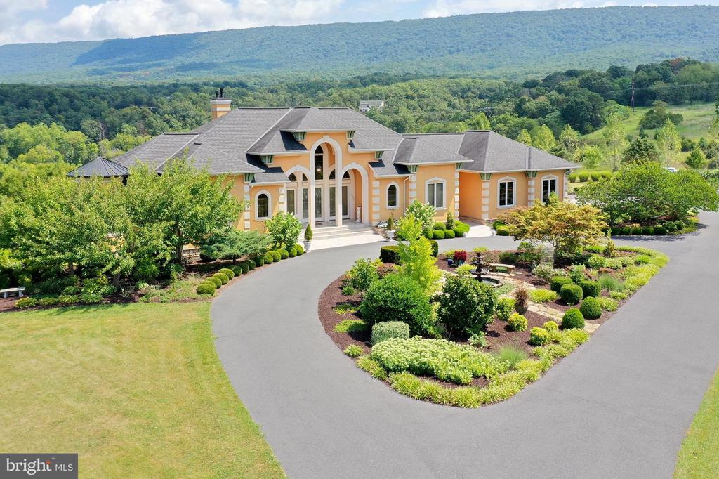 The Maple Crest Estate - 120 QUAIL LN, NEW MARKET