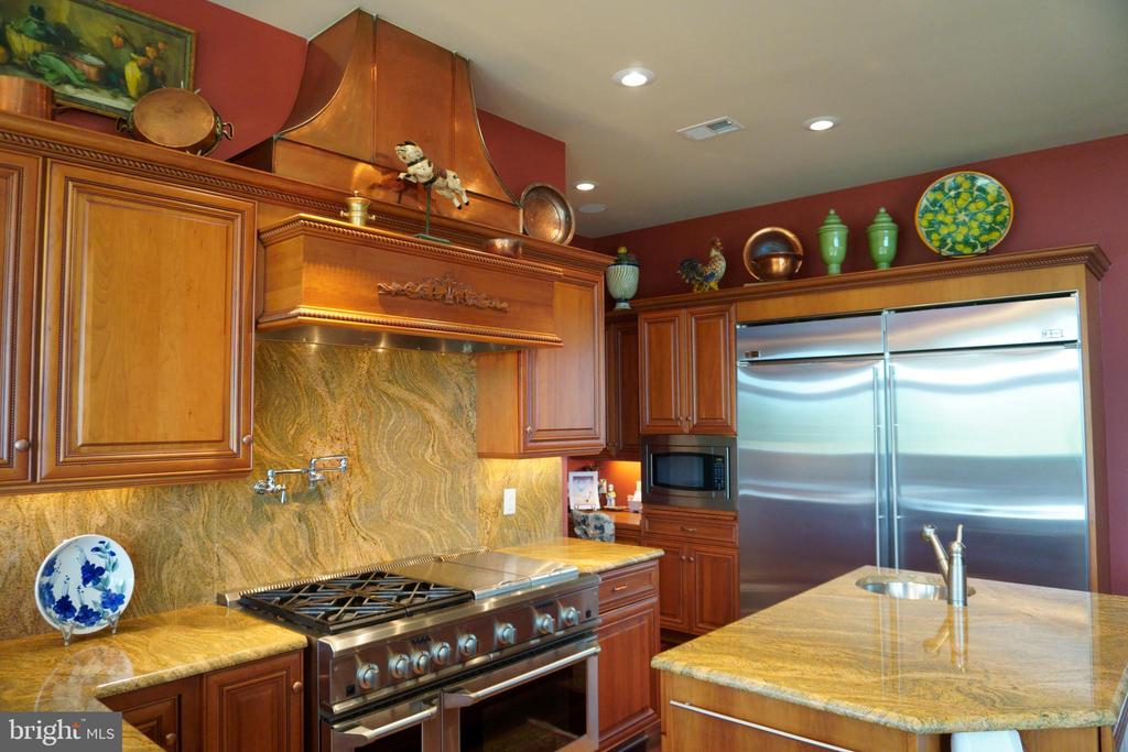 Solid cherry cabinets and copper hood - 120 QUAIL LN, NEW MARKET