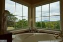 Private jetted tub with mountain views - 120 QUAIL LN, NEW MARKET