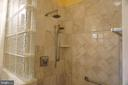 Walk-in shower w/ glass block accent - 120 QUAIL LN, NEW MARKET