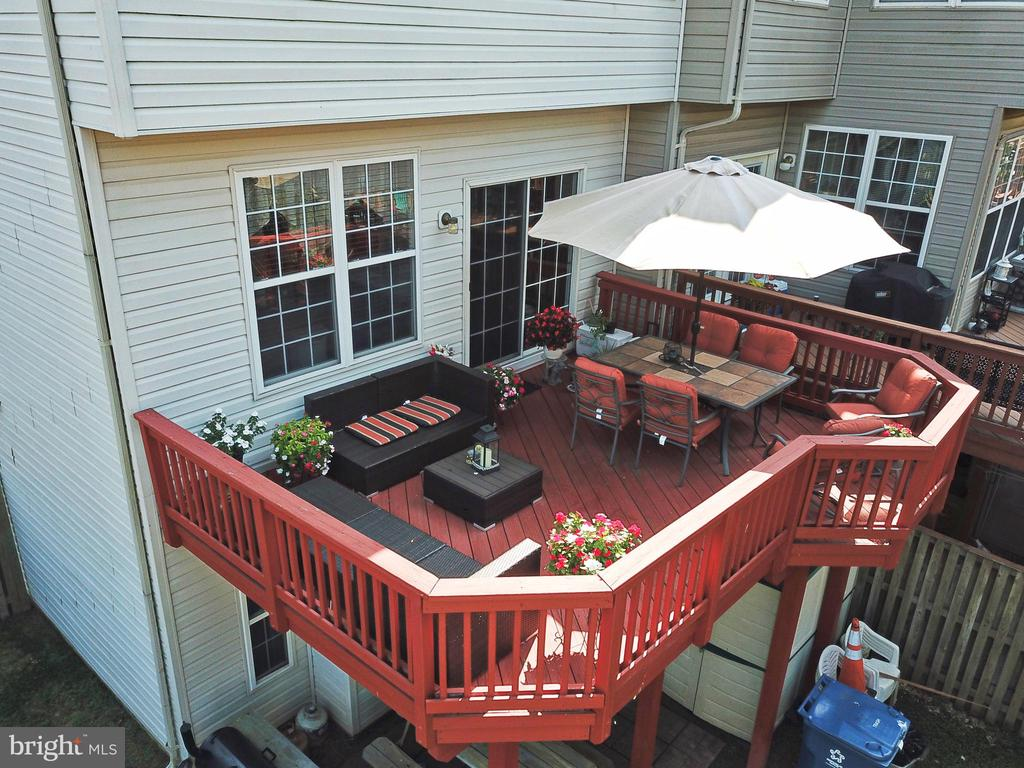 Deck off kitchen for outside fun and entertaining - 44148 APPALACHIAN VISTA TER, ASHBURN