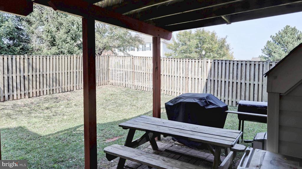 Picnic table will stay for new owner - 44148 APPALACHIAN VISTA TER, ASHBURN