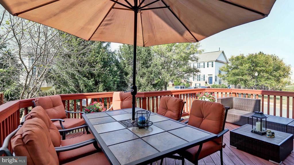 Deck perfect for dining and entertaining - 44148 APPALACHIAN VISTA TER, ASHBURN