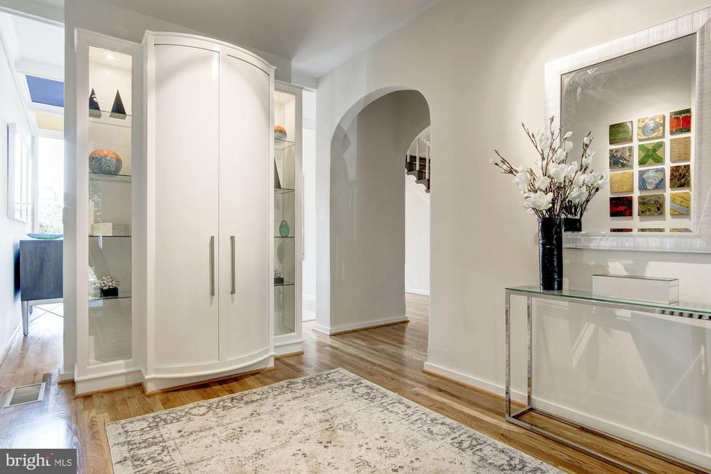 Foyer w/built-in closet and custom cabinet - 1752 LAMONT ST NW, WASHINGTON
