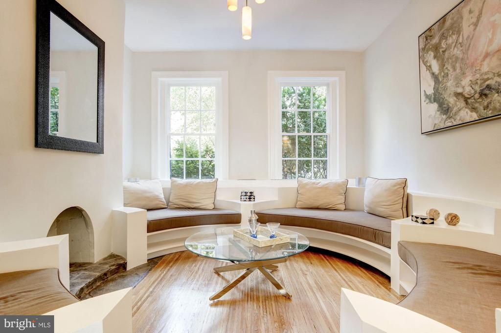 Main Floor Sitting Room - 1752 LAMONT ST NW, WASHINGTON