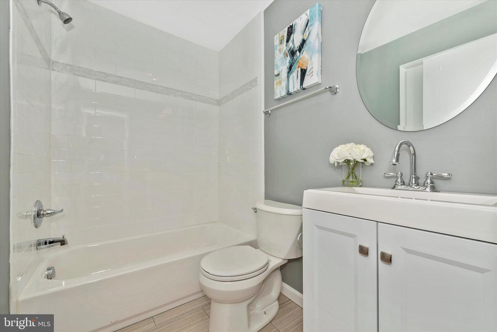 Hall Full Bathroom - 5239 REELS MILL RD, FREDERICK