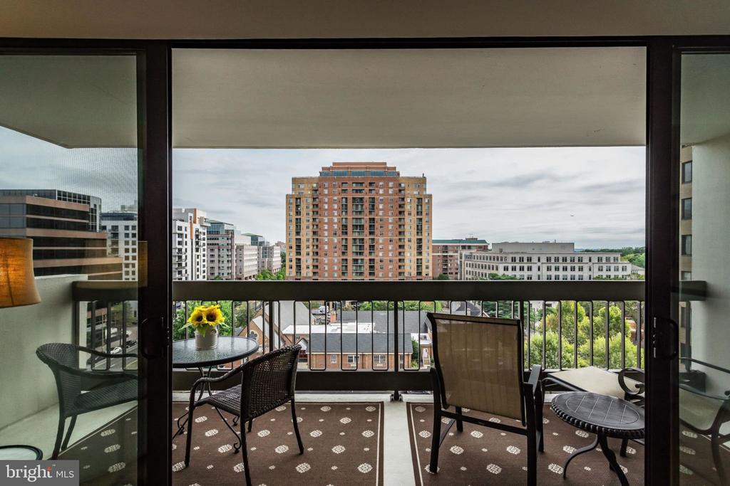 Relax on the Spacious Balcony - 3800 FAIRFAX DR #704, ARLINGTON