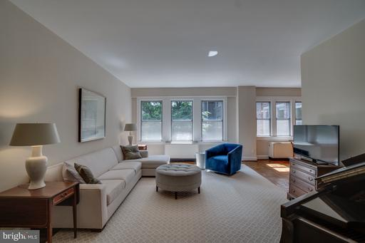 4000 CATHEDRAL AVE NW #350-351B