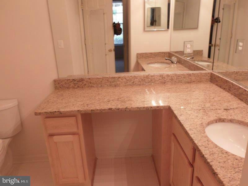 Full Bathroom - 20453 CHESAPEAKE SQ #103, STERLING