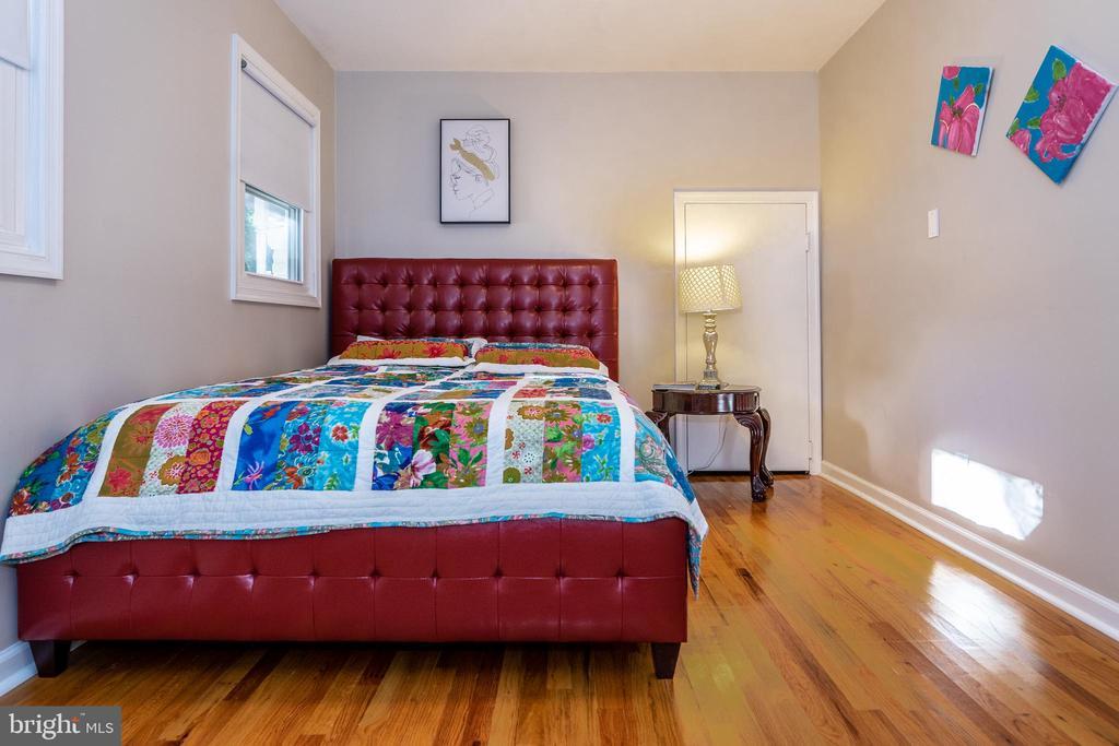 Bedroom 1  Main level - 7325 AUBURN ST, ANNANDALE