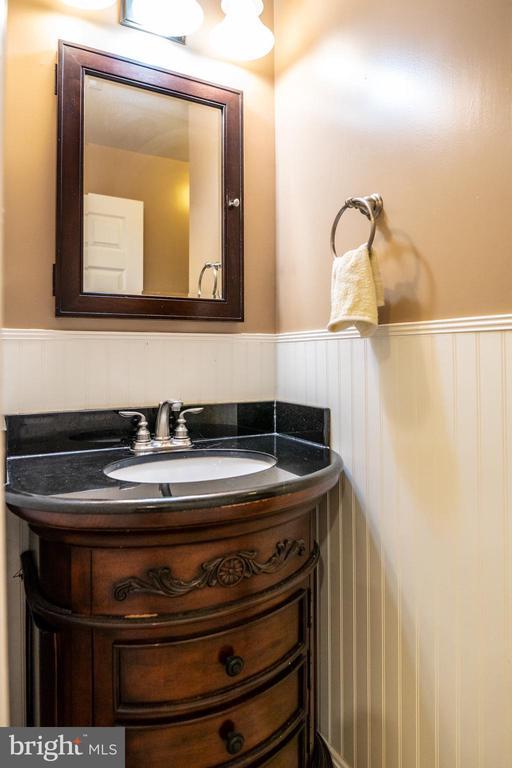 Full Bathroom Main Level - 7325 AUBURN ST, ANNANDALE