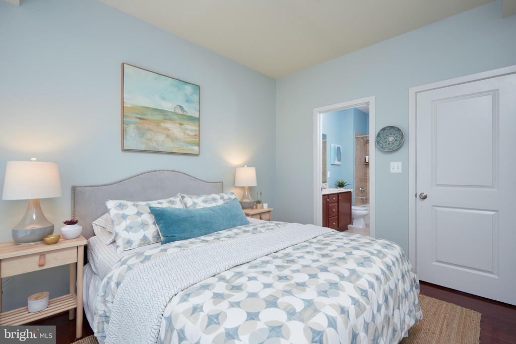 Bedroom with En Suite bath - 549 REGENT PL NE, WASHINGTON