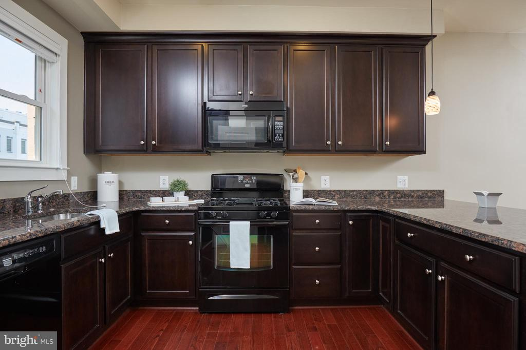 High End Wood Cabinetry and Gas Cooking! - 549 REGENT PL NE, WASHINGTON