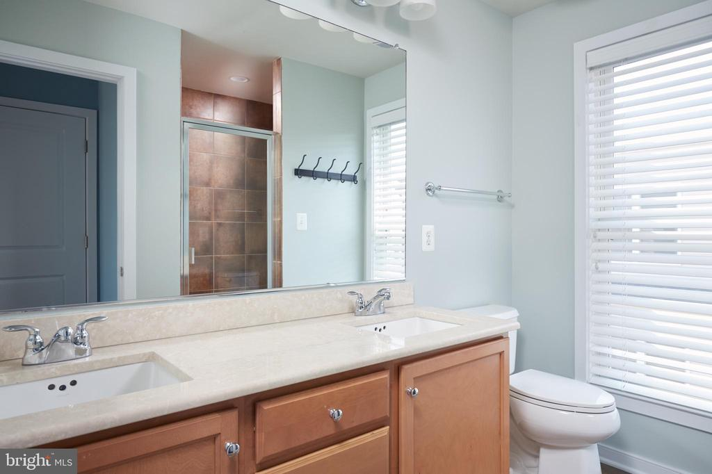 3rd Floor Full Bath with Dual Sinks - 549 REGENT PL NE, WASHINGTON