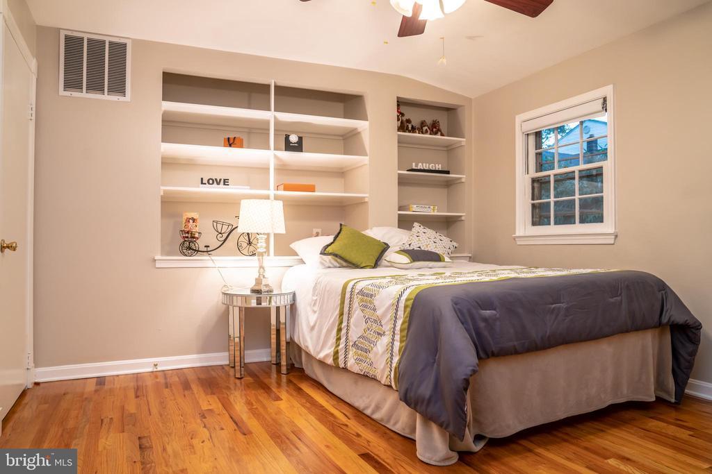Master Bedroom Upper Level - 7325 AUBURN ST, ANNANDALE