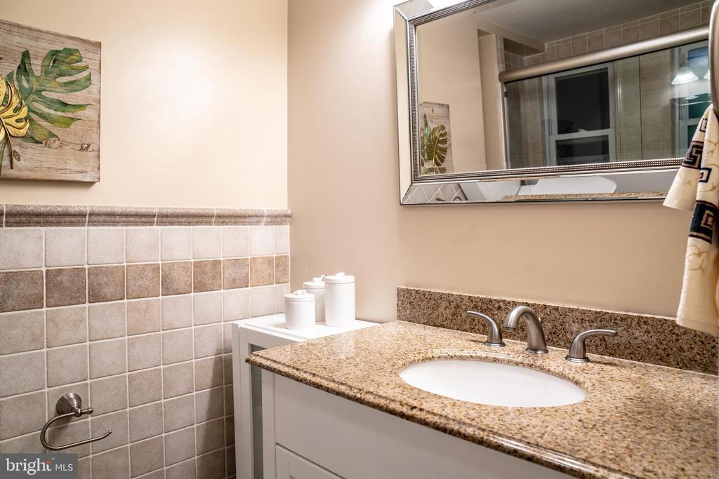 Master Bathroom Upper Level - 7325 AUBURN ST, ANNANDALE