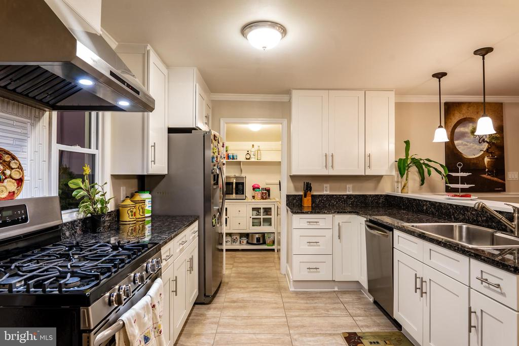 Country Kitchen Upper Level - 7325 AUBURN ST, ANNANDALE
