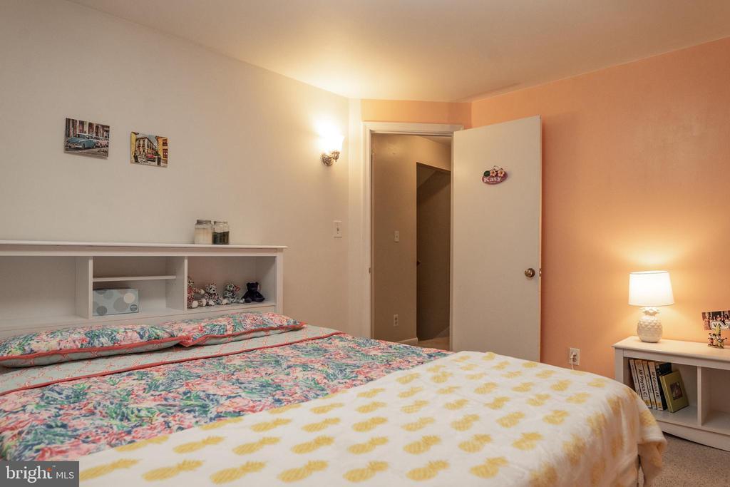 Bedroom 1 Upper Level . - 7325 AUBURN ST, ANNANDALE