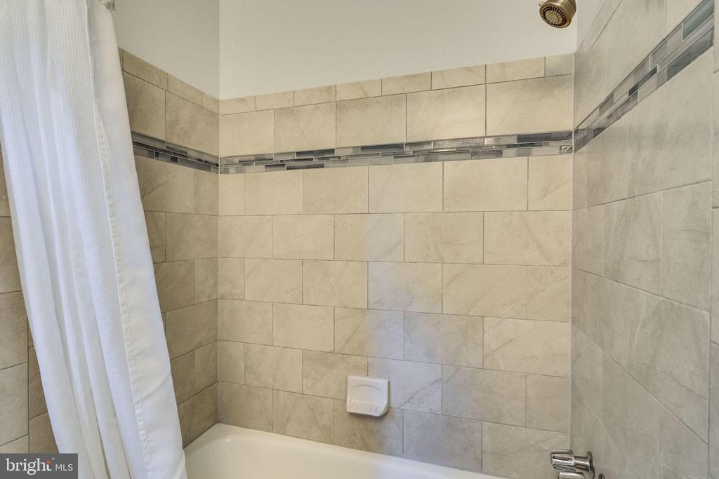 New bath tile in hall bathroom - 6411 WYNGATE DR, SPRINGFIELD