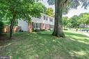 Shade trees keep the house cool - 6411 WYNGATE DR, SPRINGFIELD
