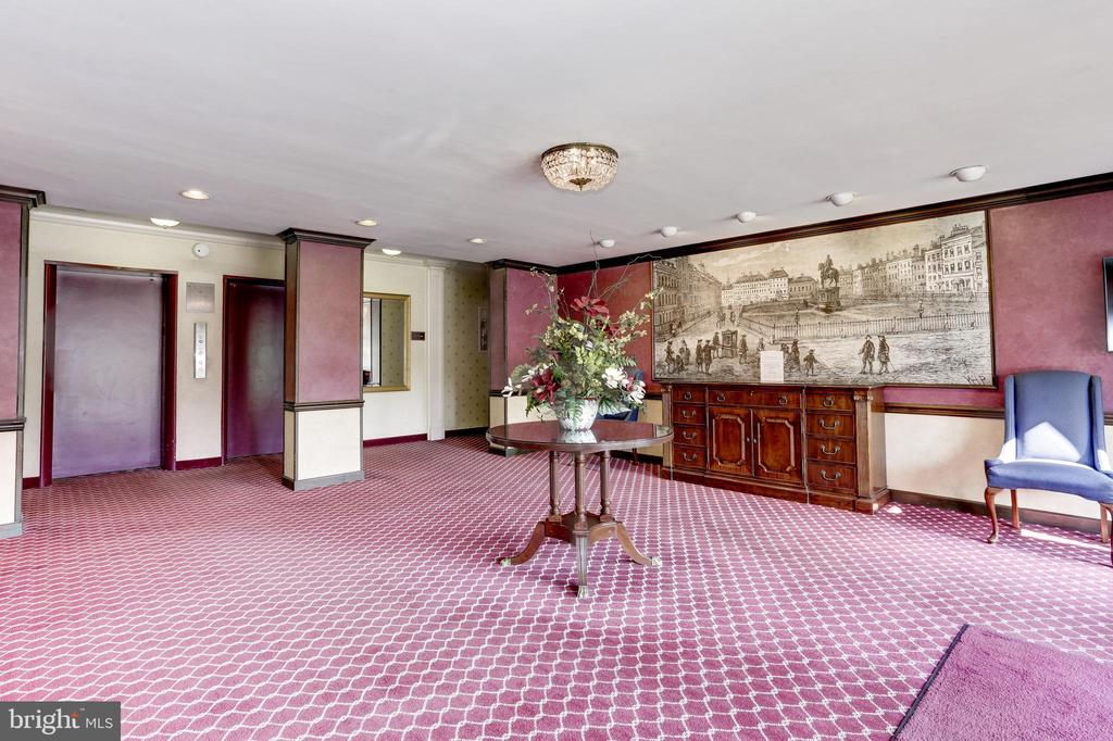 Beautiful Lobby - 1300 S ARLINGTON RIDGE RD #512, ARLINGTON