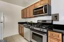 Granite Counters and Stainless Appliances - 1300 S ARLINGTON RIDGE RD #512, ARLINGTON