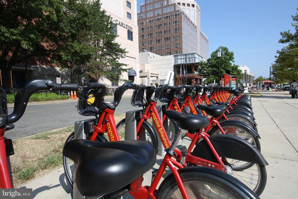 Capital Bikeshare at Pentagon City - 1300 S ARLINGTON RIDGE RD #512, ARLINGTON