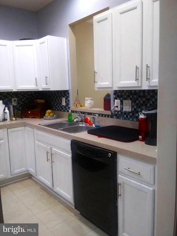 Kitchen with lost of Cabinet Space - 44 HIGHLANDER DR, FREDERICKSBURG