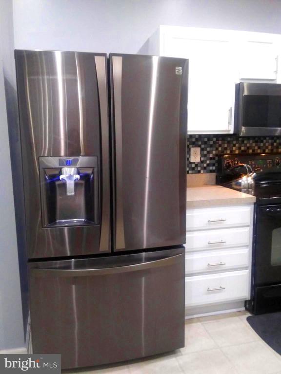 Stainless Steel Refrigerator - 44 HIGHLANDER DR, FREDERICKSBURG