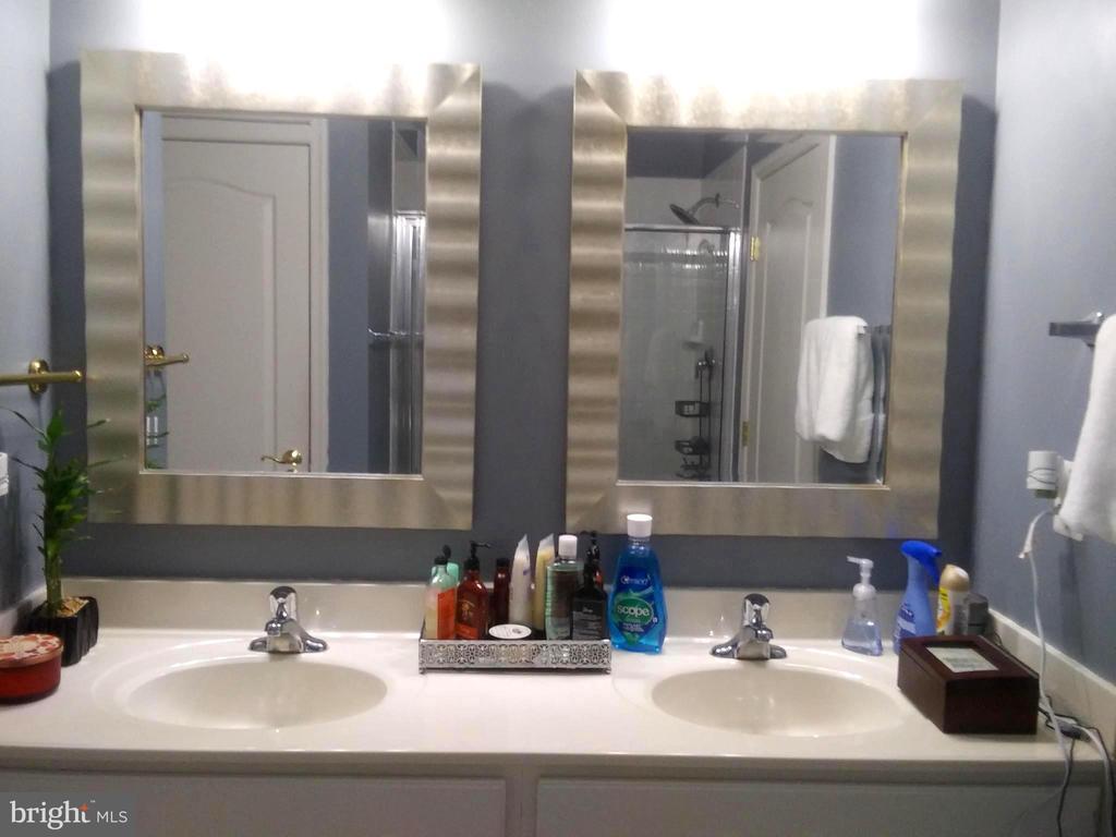 Master Bathroom Double Vanity - 44 HIGHLANDER DR, FREDERICKSBURG