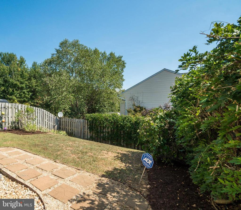 Room to Run and Landscaping! - 9909 W MIDLAND WAY, FREDERICKSBURG