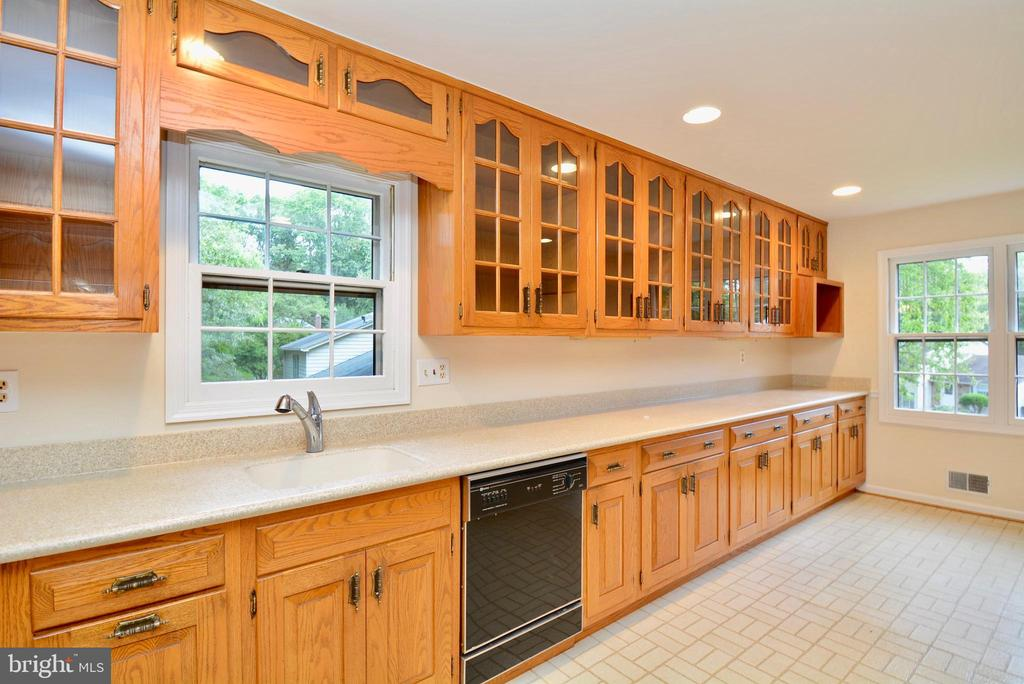 Kitchen - 7002 SPRINGFIELD VILLAGE CT, SPRINGFIELD