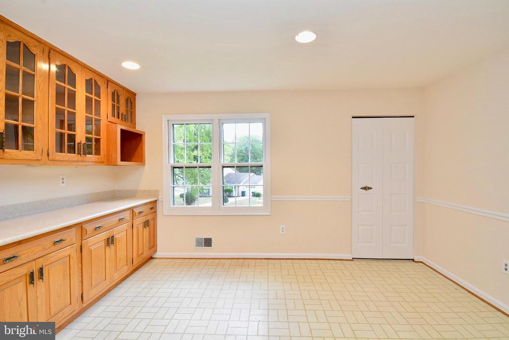 Kitchen/ eating area - 7002 SPRINGFIELD VILLAGE CT, SPRINGFIELD