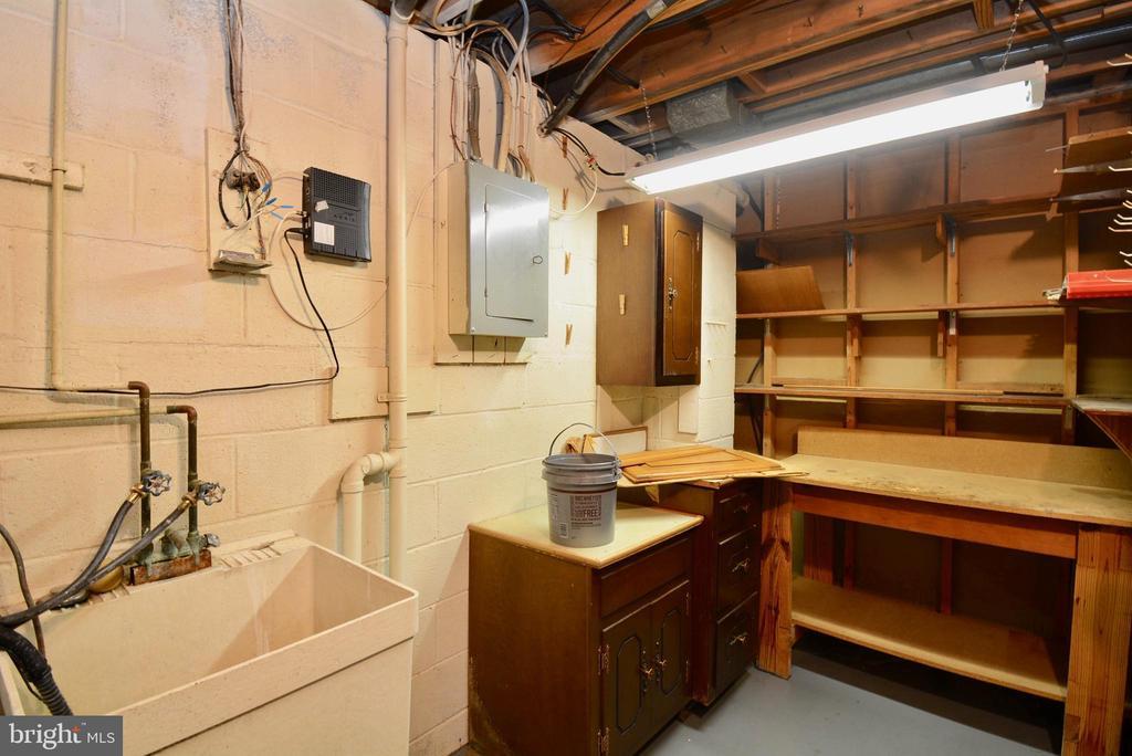 Utility room/storage - 7002 SPRINGFIELD VILLAGE CT, SPRINGFIELD