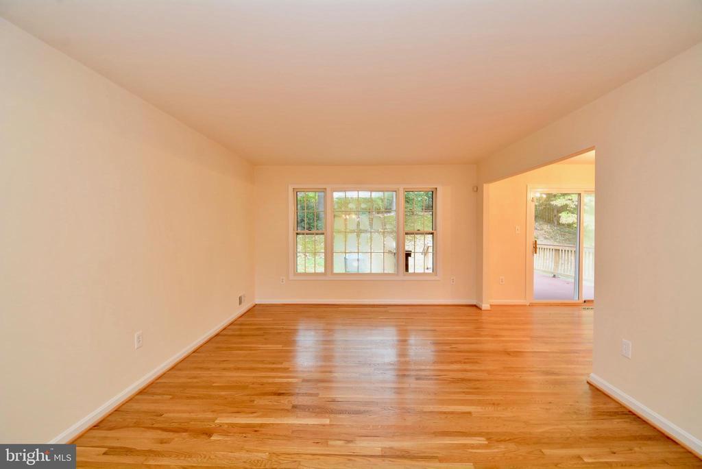 Living Room - 7002 SPRINGFIELD VILLAGE CT, SPRINGFIELD