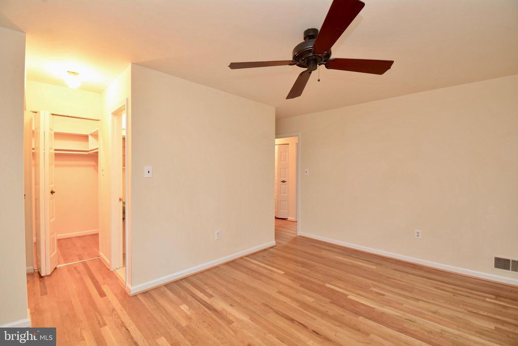 Master Bedroom - 7002 SPRINGFIELD VILLAGE CT, SPRINGFIELD