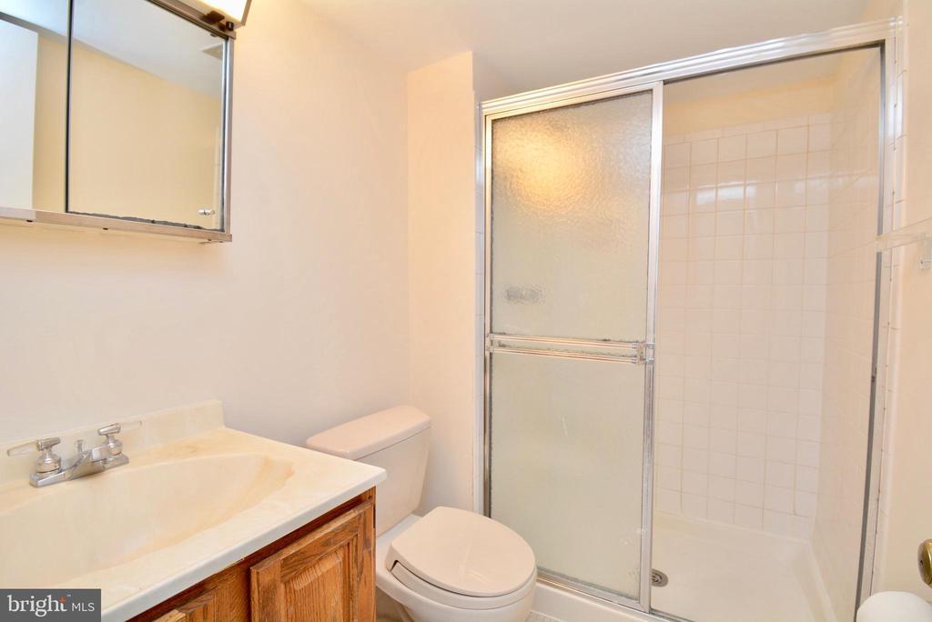 Bathroom - 7002 SPRINGFIELD VILLAGE CT, SPRINGFIELD