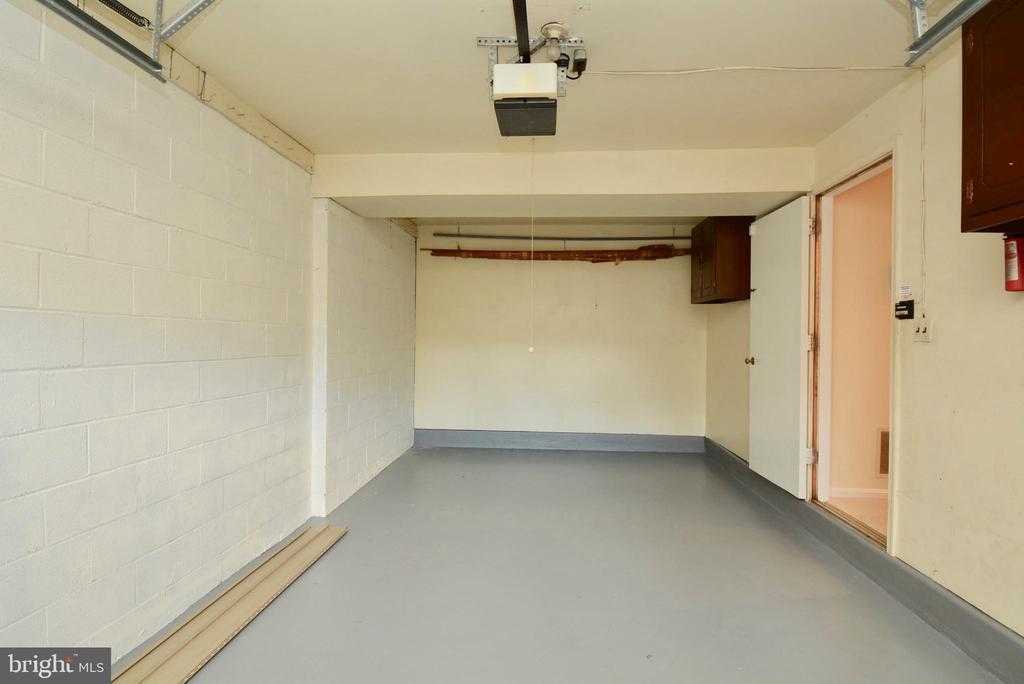 Garage - 7002 SPRINGFIELD VILLAGE CT, SPRINGFIELD