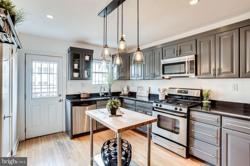 Kitchen - 1544 8TH ST NW, WASHINGTON