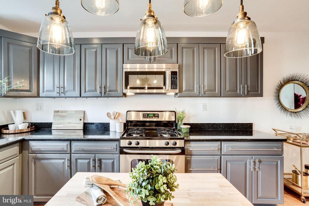 Gas Stove in Kitchen - 1544 8TH ST NW, WASHINGTON